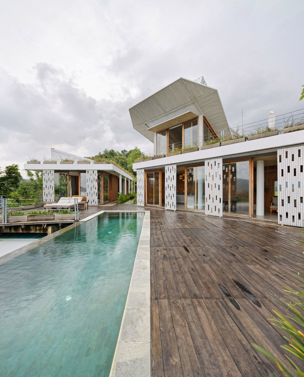 clay-house-budi-pradono-architects-architecture_dezeen_2364_col_2-1704x2116.jpg