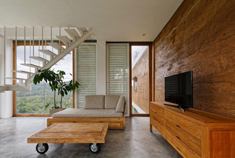 clay-house-budi-pradono-architects-architecture_dezeen_2364_col_17-1704x1152.jpg