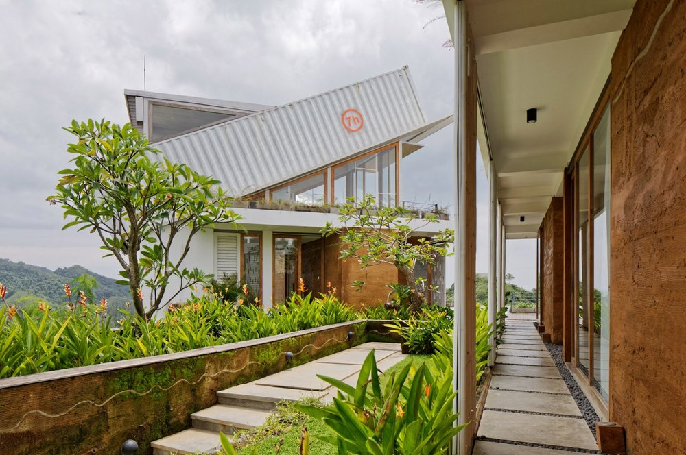 clay-house-budi-pradono-architects-architecture_dezeen_2364_col_21-1704x1132.jpg