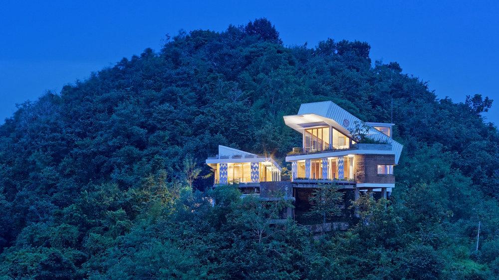 clay-house-budi-pradono-architects-architecture_dezeen_hero-1.jpg