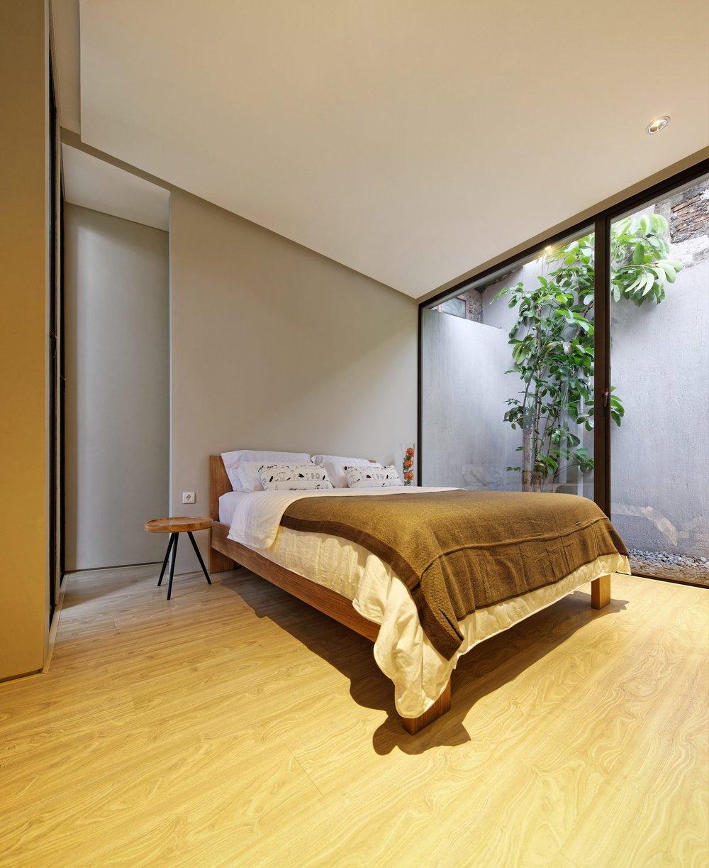 13_-_Master_Bedroom.jpg