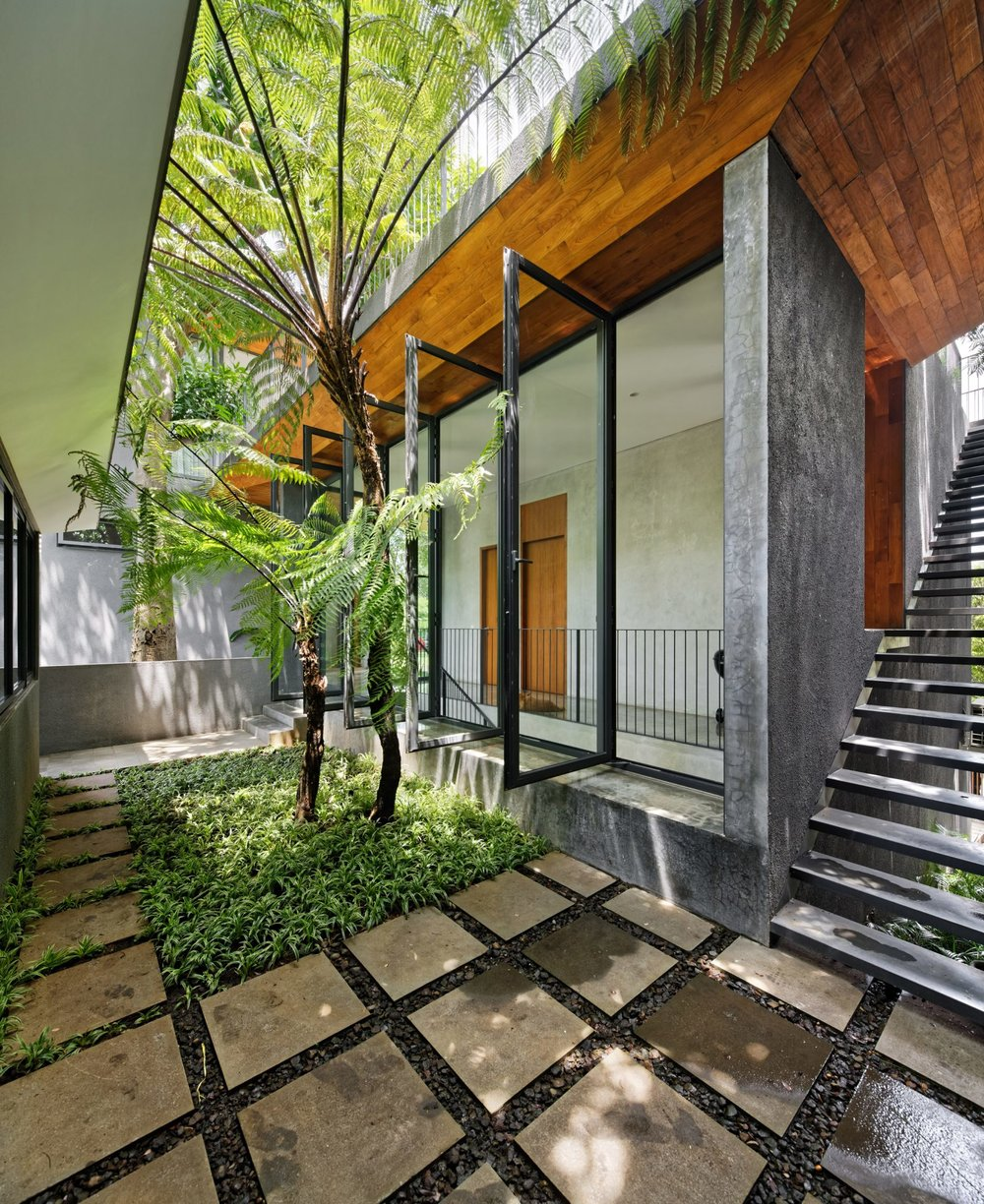 house-inside-outside-tamara-wibowo-architecture-residential-indonesia_dezeen_2364_col_12-1704x2086.jpg