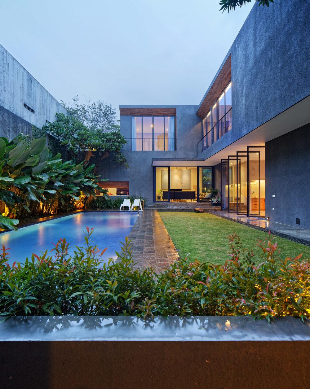 house-inside-outside-tamara-wibowo-architecture-residential-indonesia_dezeen_2364_col_4.jpg