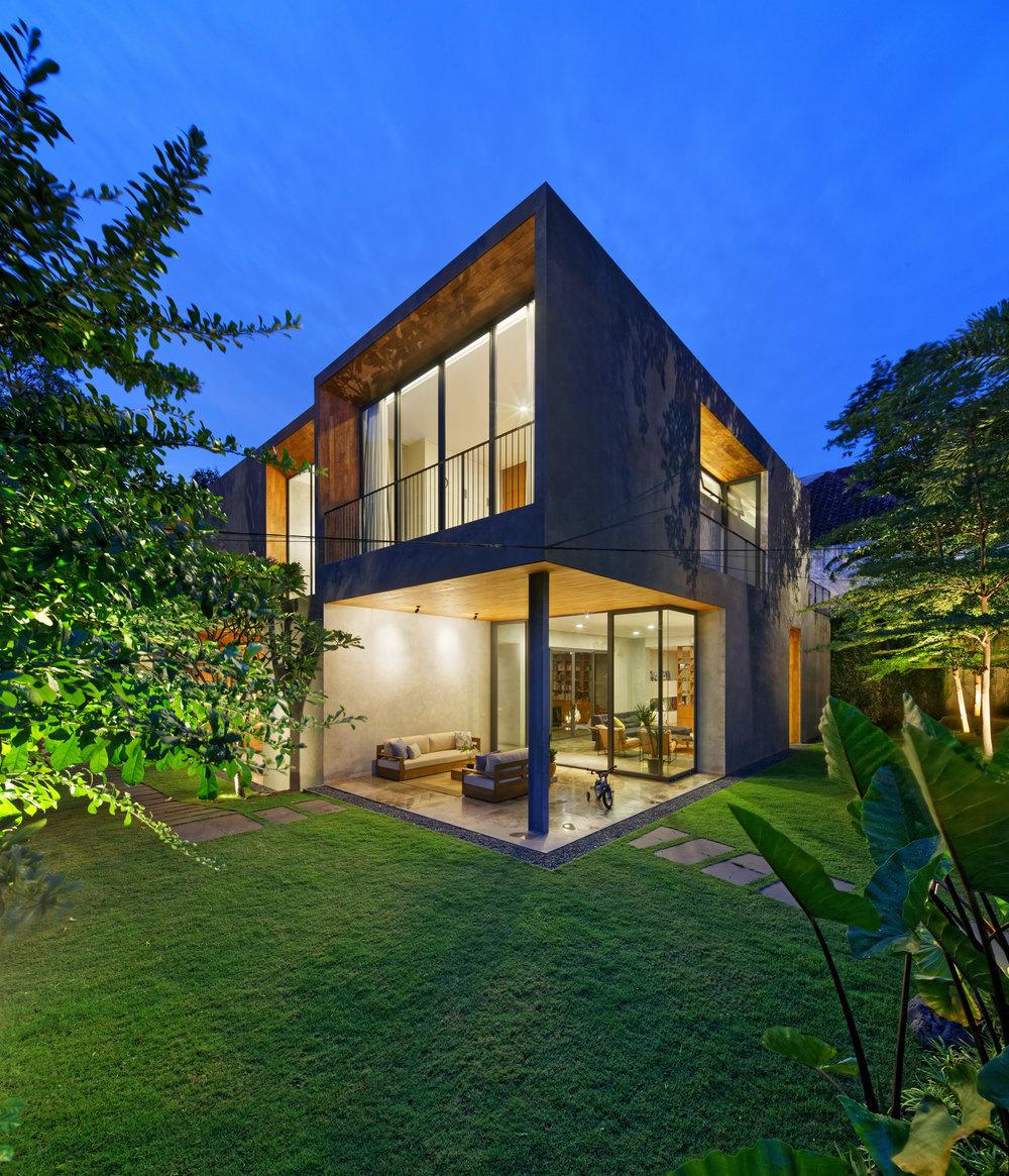 house-inside-outside-tamara-wibowo-architecture-residential-indonesia_dezeen_2364_col_6.jpg