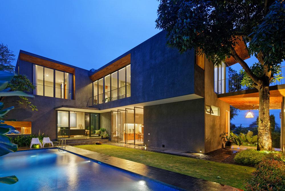 house-inside-outside-tamara-wibowo-architecture-residential-indonesia_dezeen_2364_col_5.jpg