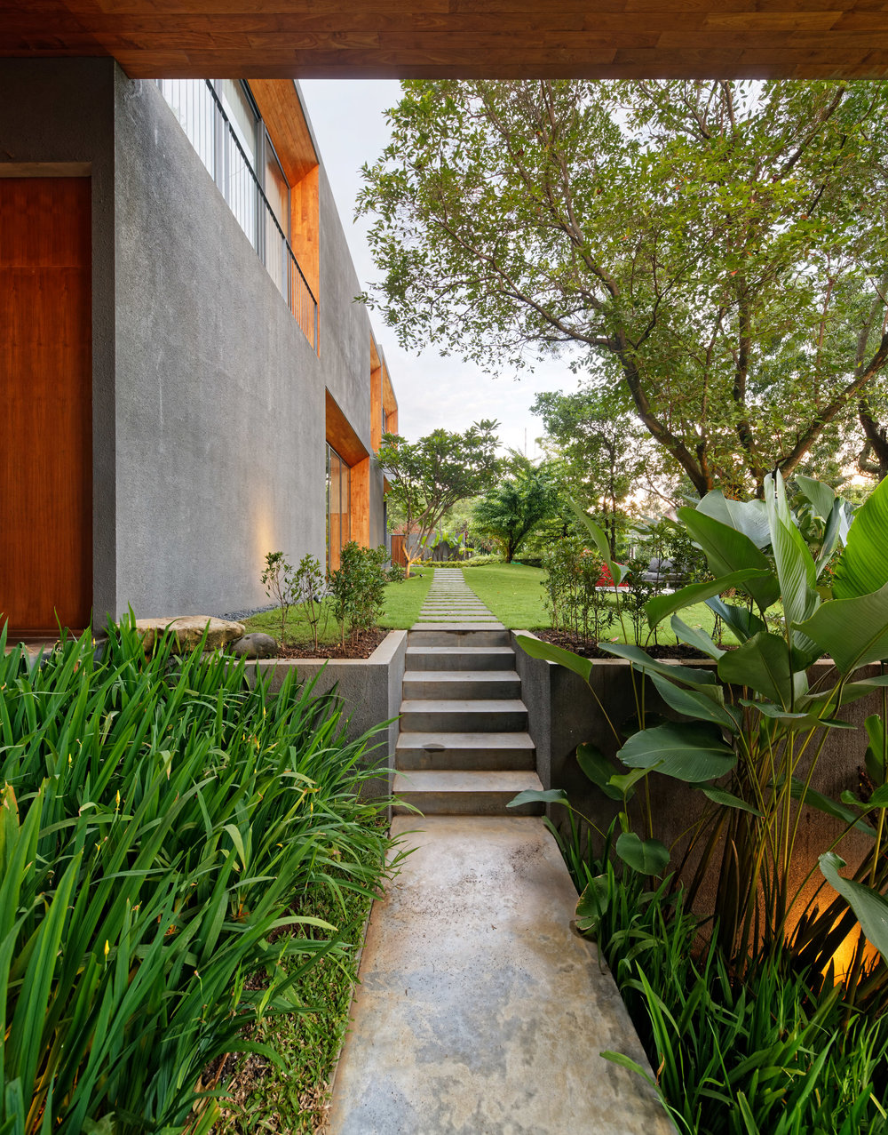 house-inside-outside-tamara-wibowo-architecture-residential-indonesia_dezeen_2364_col_7.jpg
