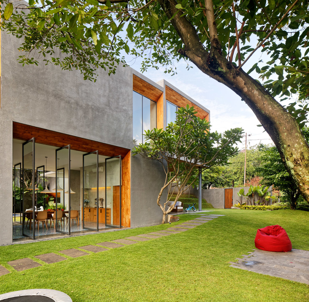 house-inside-outside-tamara-wibowo-architecture-residential-indonesia_dezeen_2364_col_10.jpg
