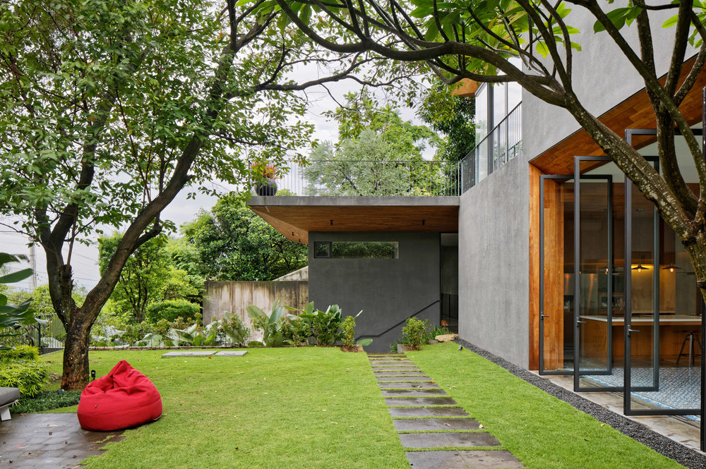 house-inside-outside-tamara-wibowo-architecture-residential-indonesia_dezeen_2364_col_13.jpg