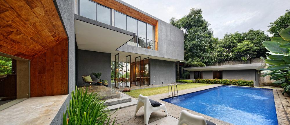 house-inside-outside-tamara-wibowo-architecture-residential-indonesia_dezeen_2364_col_15.jpg