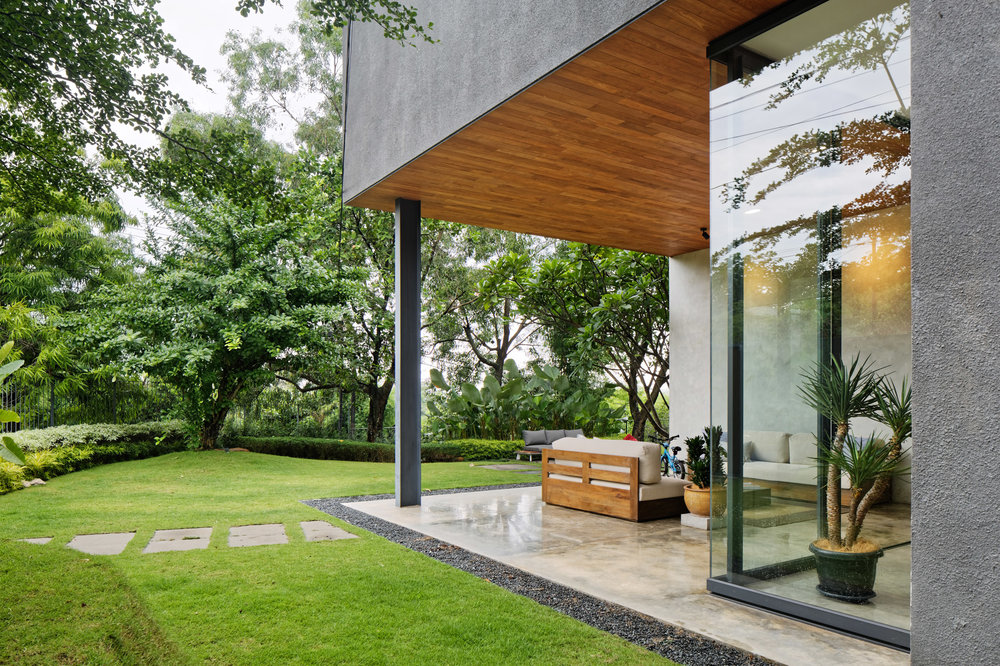 house-inside-outside-tamara-wibowo-architecture-residential-indonesia_dezeen_2364_col_14.jpg