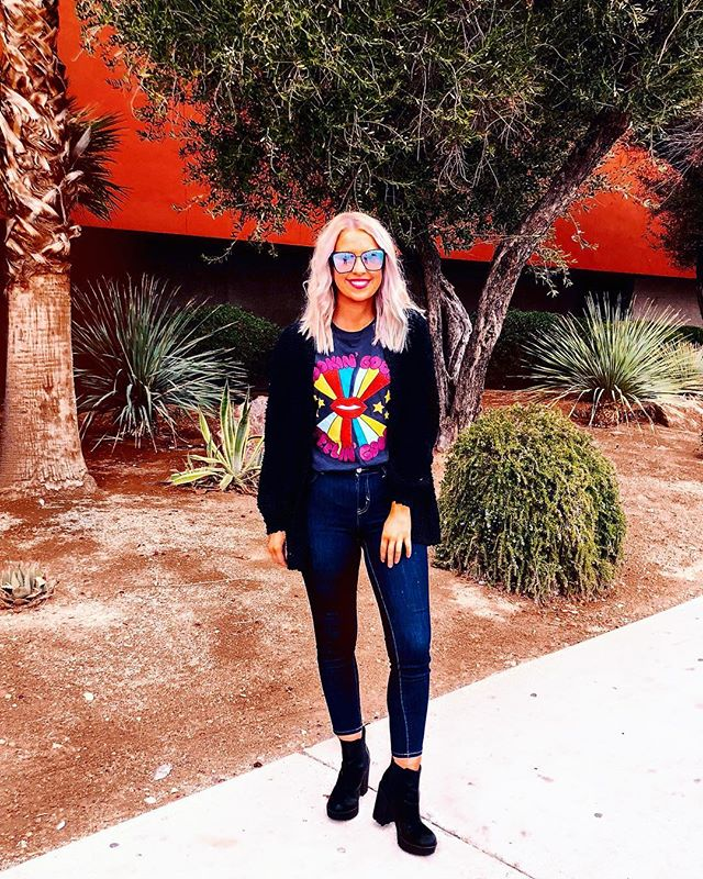 Rose are red, violets are blue, I'm currently very obsessed with graphic tees, how 'bout you? ⭐️🌈 linked this outfit over on my @liketoknow.it!