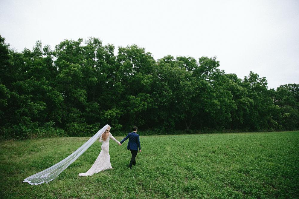 meghanrobert-woodnote-wedding-portraits-23-(ZF-3401-00277-1-086).jpg