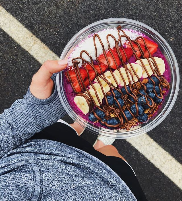 Holding onto summer for as long as we can at Tastefully Done! Stop by 500 River Ridge, Norwood to get a refreshing acai or pitaya bowl!!🍌🍓