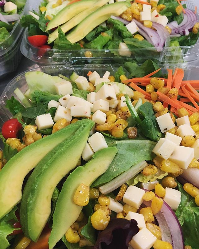 Salad special of the week! Mixed greens topped with grilled chicken, avocado, roasted corn, pepper jack cheese & a cilantro lime dressing🌽🥕🥑🍅