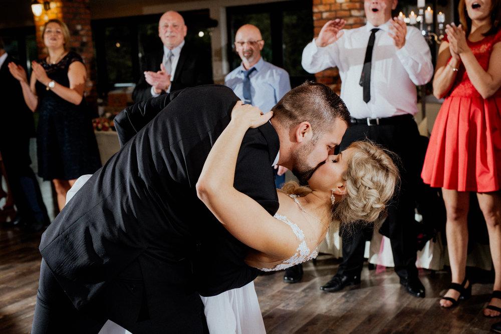 Pocałunek w pierwszym tańcu