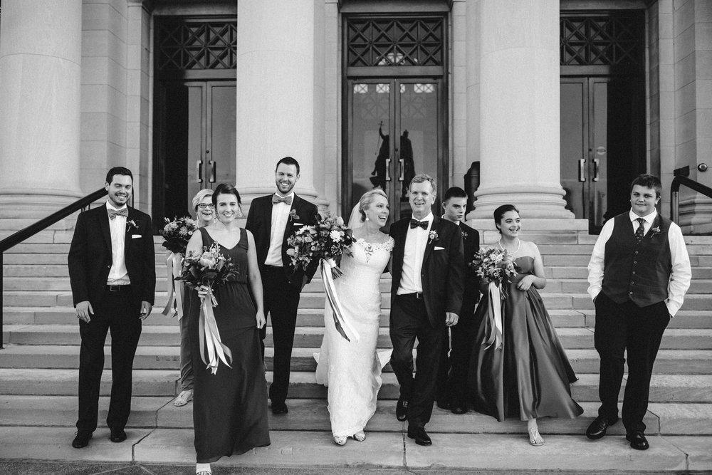 Wedding party photos, group photos at a wedding, relaxed wedding photos, St Louis Wedding Photographer, Art Museum Wedding