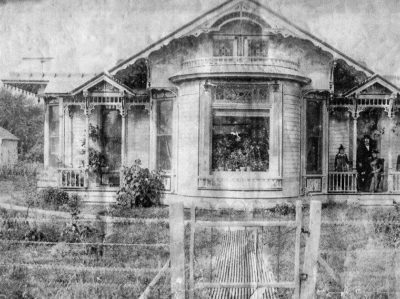 20150629-blue-earth-ghost-house-1-400x299.jpg