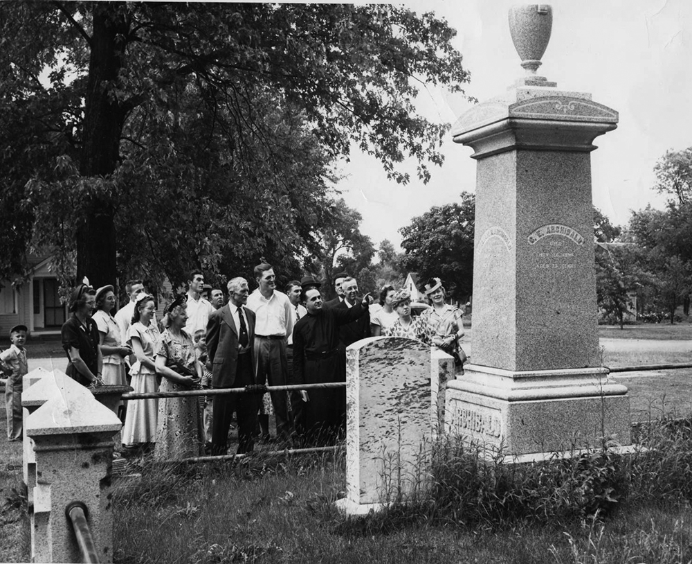 1945-Group-from-Holy-Cross-Church-gathered-at-the-Archibald-grave-2.jpg