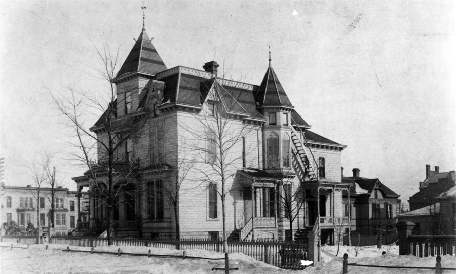 School at Tenth and Main Street in St. Paul