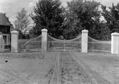 gates1900_James-J.-Hill-541-.jpeg