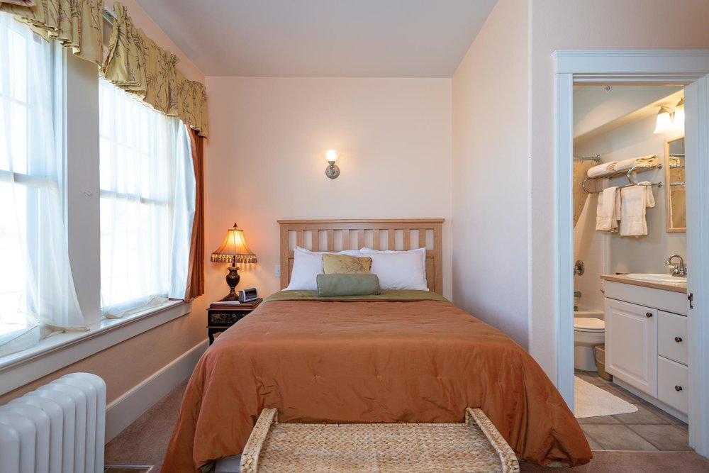 Classic Room - At least 150 square feet. Bedroom with double bed. Bathroom with shower/tub combo. Sleeps 2 guests and up to 1 child. Complimentary wifi and continental breakfast.