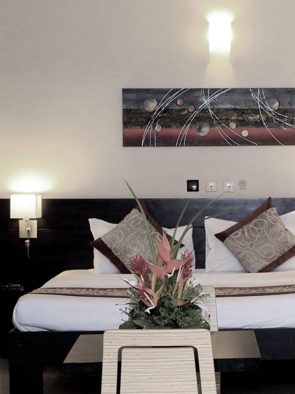 Hébergements - Les chambres et appartements de l'hôtel offrent toutes une vue sur la ville et un environnement chaleureux pour votre séjour à Abidjan.