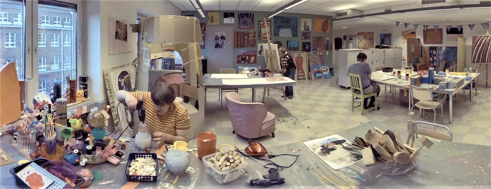 HANNA KEYNÄS, RIINA NORO ja MARKKU TOLVANEN,    Autismisäätiön Vallilan taidestudio, Helsinki