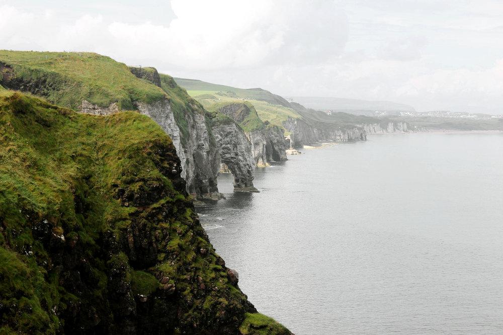 cliffs-3745685_1920.jpg