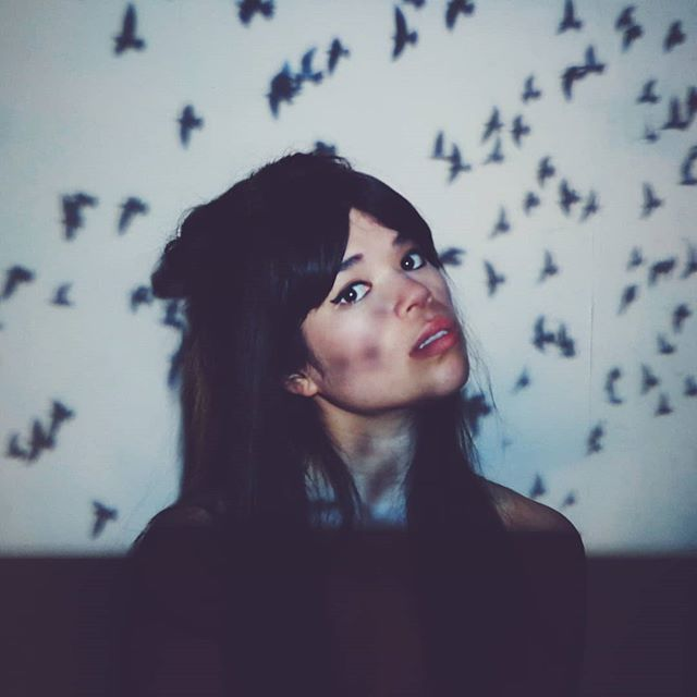Guuuuyyssss the new track is SO CLOSE to being finished so it's been music video o' clock up in this place. Here is a shot from the trial where it looks like my face is all dirty but in reality it's quite clean 🐦 . . . . . #birds #music #singersongwriter #singer #musician #nixe #nixemusic #carmenelaine