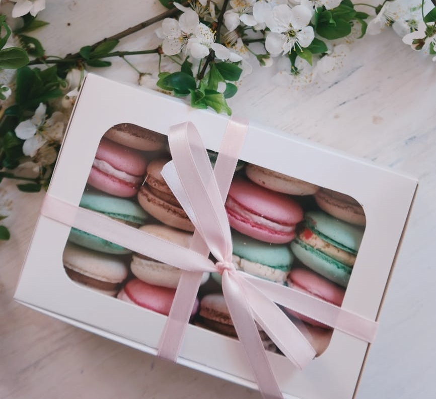 Homemade gifts are truly the best! They can be affordable and delicious at the same time! They say…a way to a man's heart is through his stomach so start with cookies. It's all about presentation. Add some pinks and whites and some heart decor and you have yourself a Valentine's Day snack!