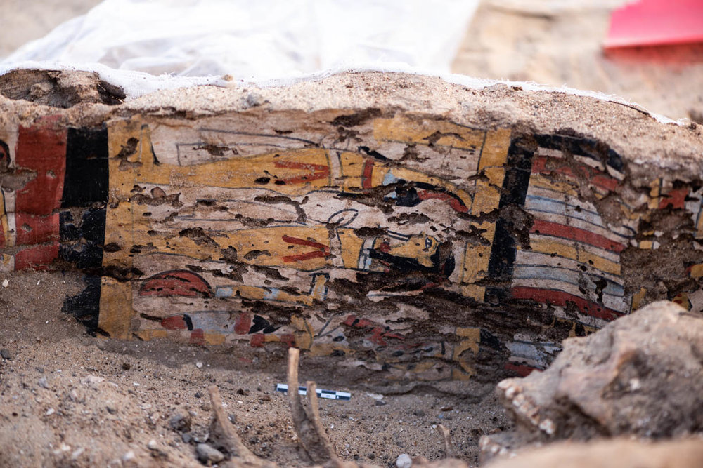 Fig. 12. Bones-eye view of the inside of the coffin. Photo: Ayman Damarany / North Abydos Expedition © 2019