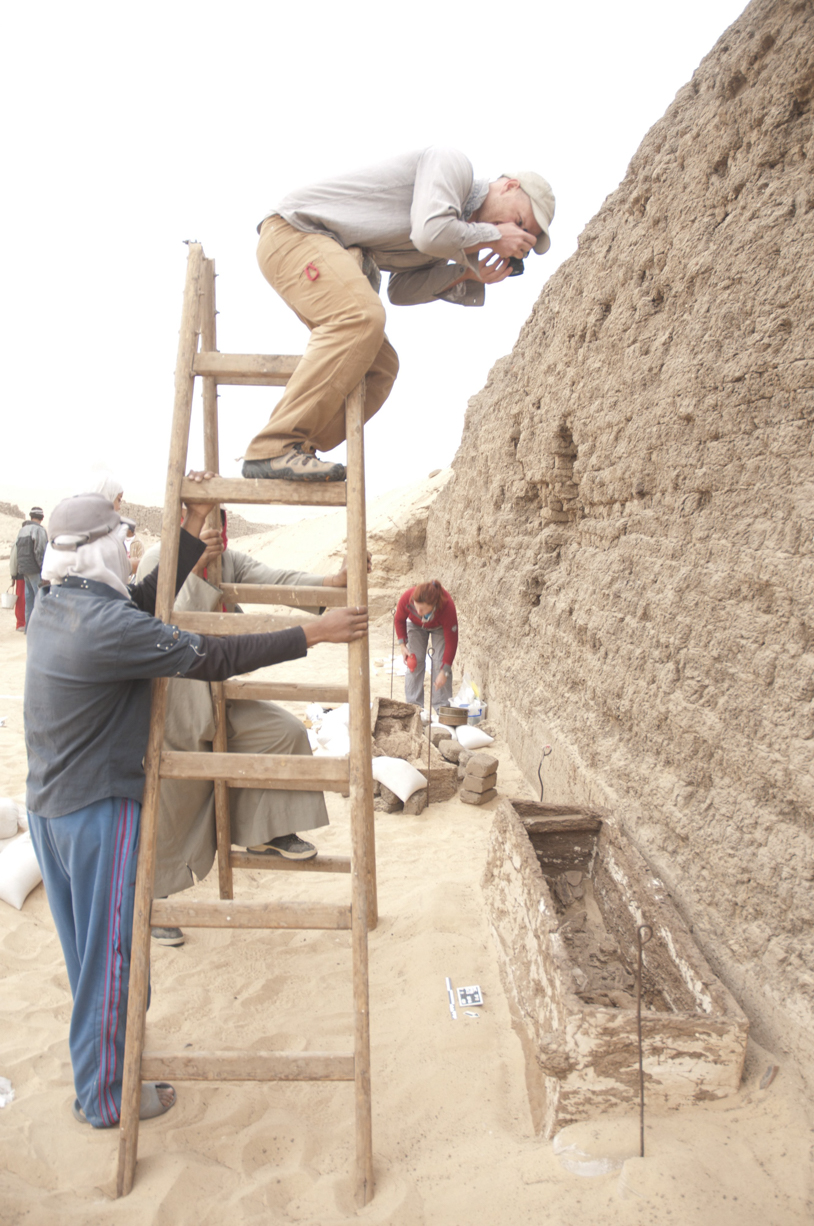 Fig. 2. Photographer Greg Maka shooting a Middle Kingdom coffin at the Shunet el-Zebib. Photo: Somer Kearny / North Abydos Expedition © 2012