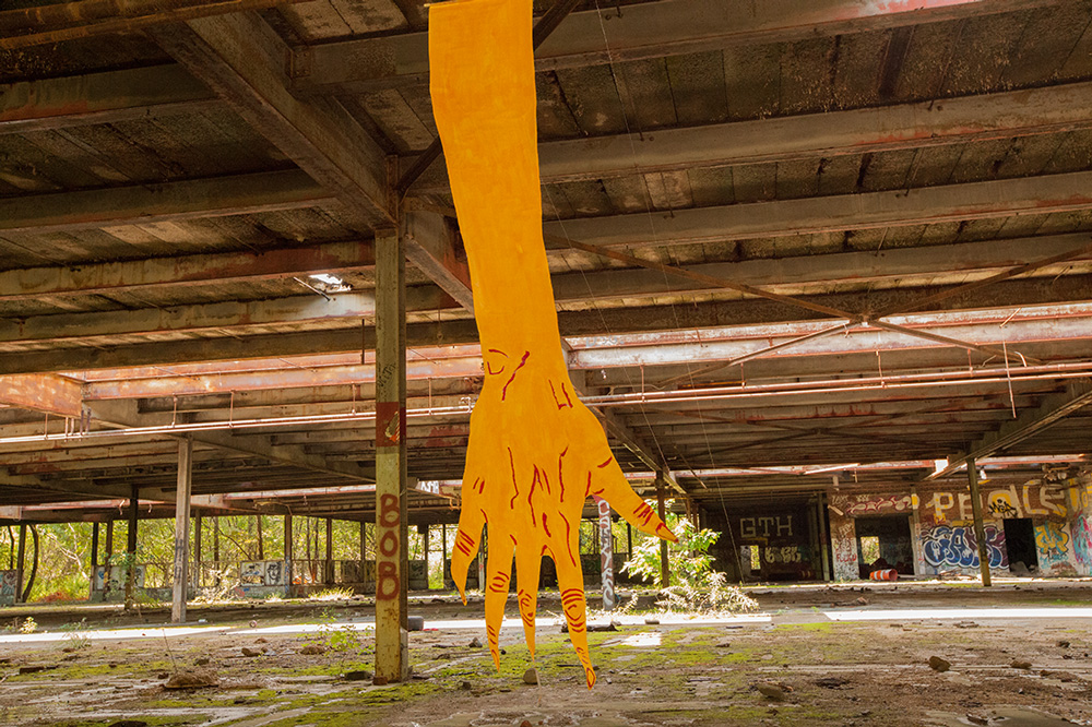mirena-rhee-installation-giant-hands_01