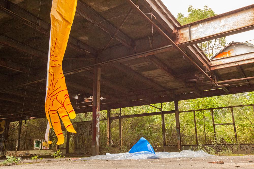 mirena-rhee-installation-giant-hands_02