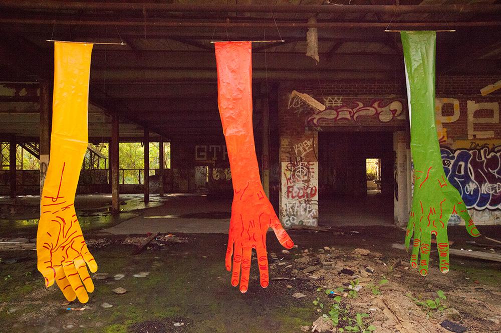 mirena-rhee-installation-giant-hands_04