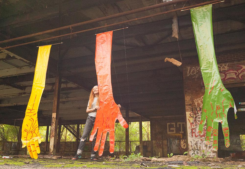 mirena-rhee-installation-giant-hands_05