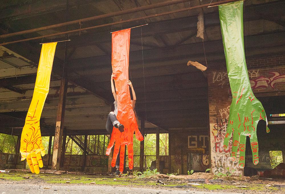 mirena-rhee-installation-giant-hands_06