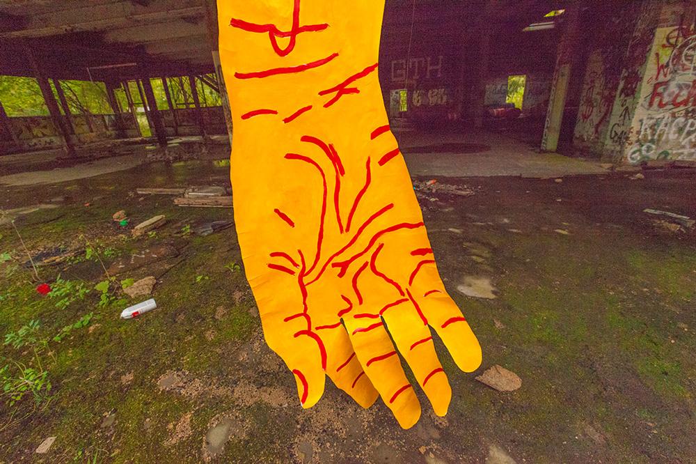mirena-rhee-installation-giant-hands_07