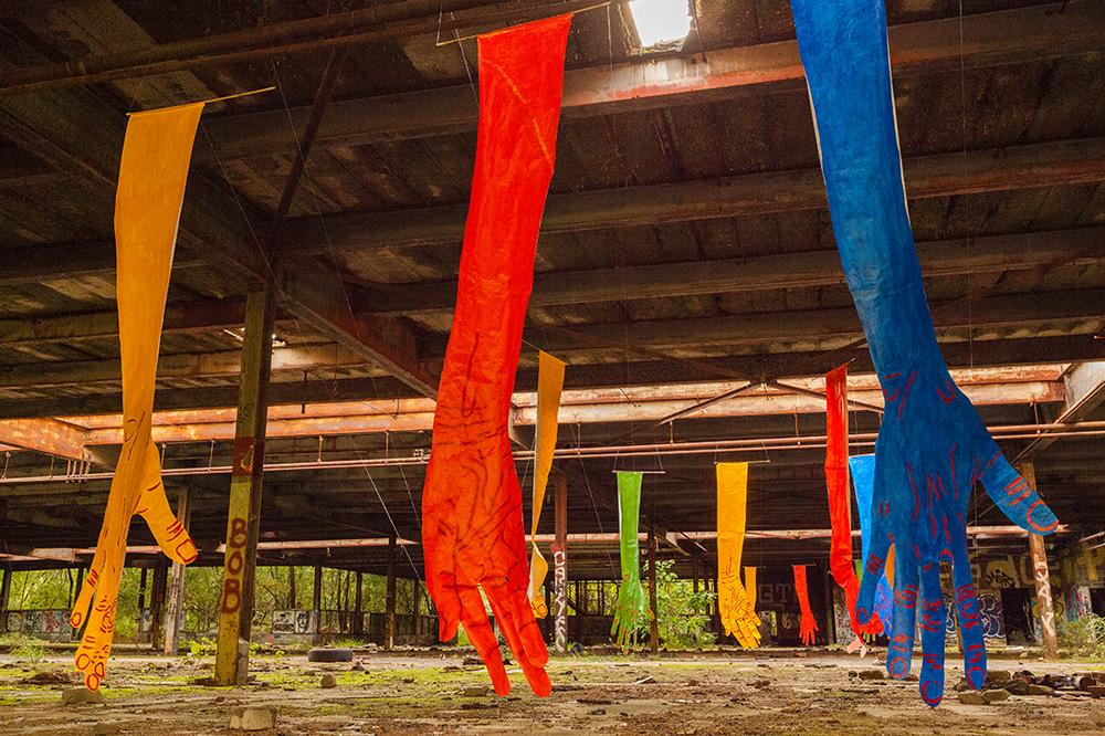 mirena-rhee-installation-giant-hands_13