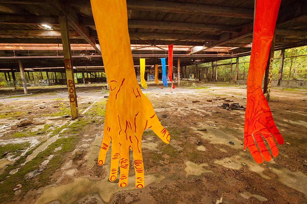 mirena-rhee-installation-giant-hands_14
