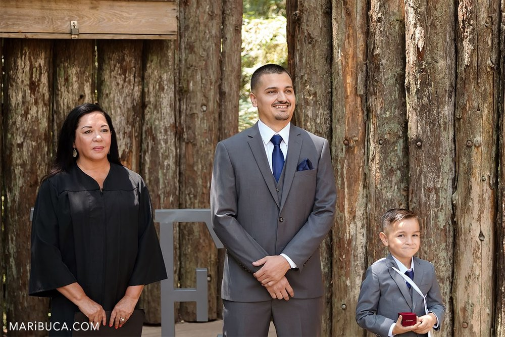 the groom waiting the bride in the watsonville for ceremony