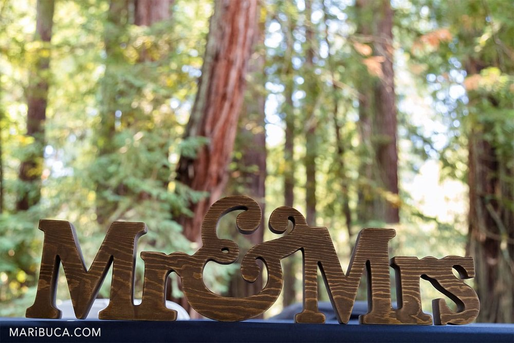 Mr & Mrs wooden sign as the wedding props