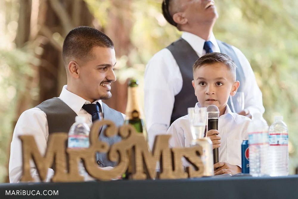 The young ring bear has a speech for newlyweds couple in the California