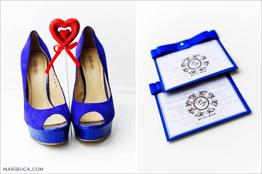 Wedding band such as blue navy shoes, read heart and white-navy wedding invitations.