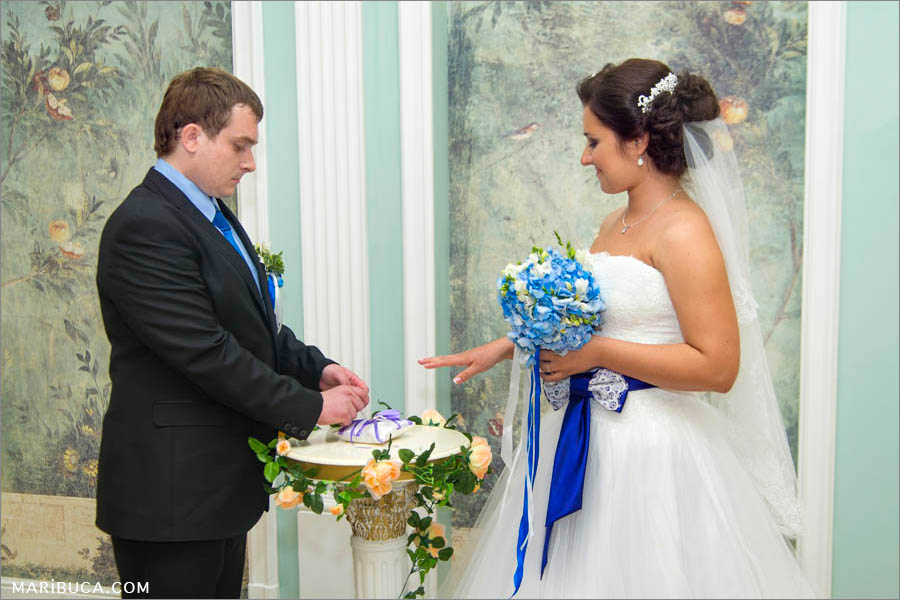 The moment of the wedding ceremony in the City Hall, San Jose