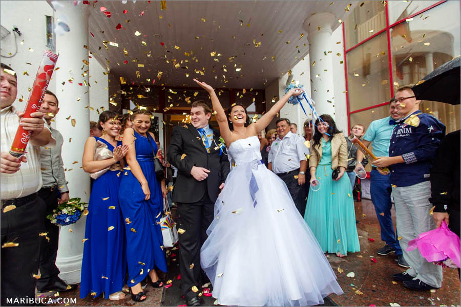 serpentine scatters in the air and the young are happy that they got married
