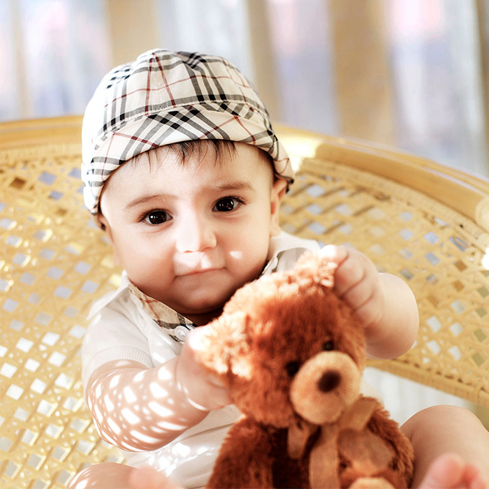 03-5months-baby-with-brown-bear.jpg