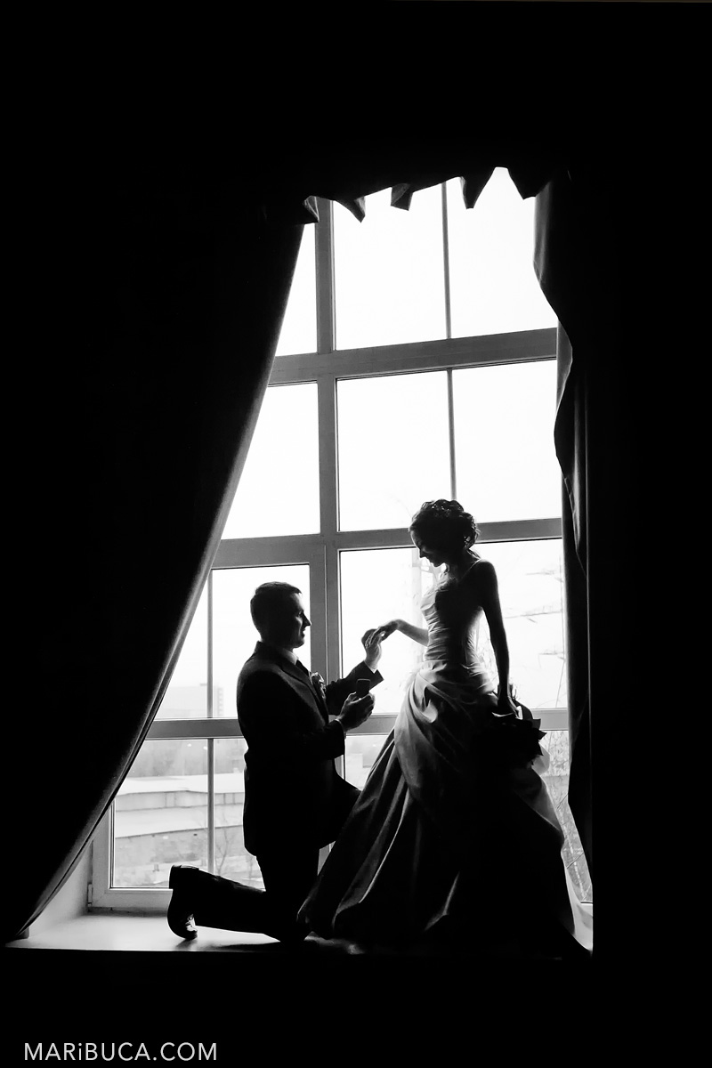 31__31-bw-pre-session-engagement-before-wedding-ceremony-gilrou.jpg