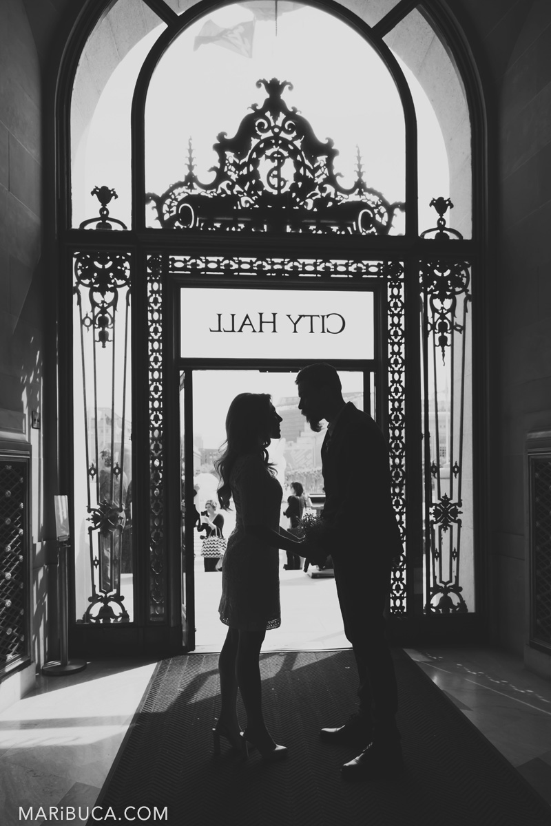 63_62-silhouette-city-hall-couple-look-each-other-san-francisco.jpg