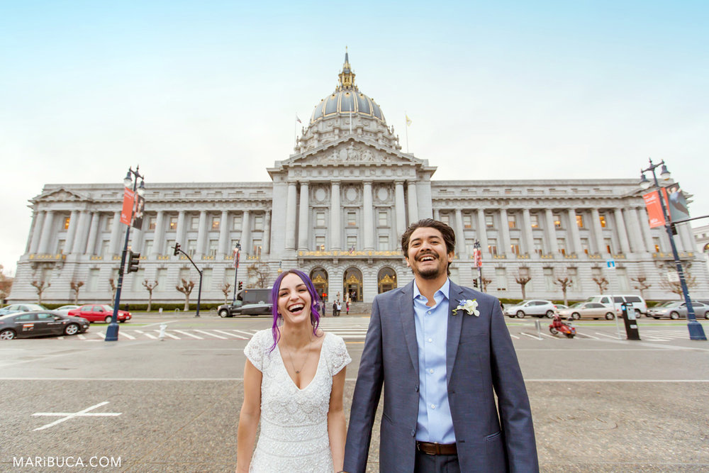 61_60-funny-wedding-faces-sf-city-hall-after-ceremony.jpg